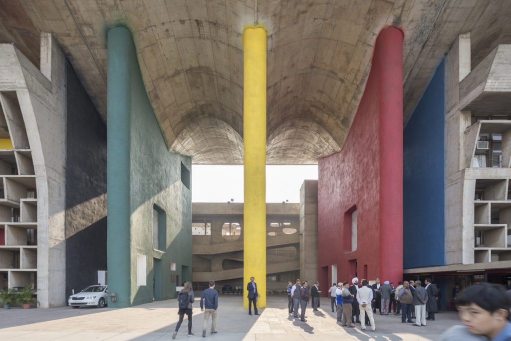 exemple d'architecture moderniste et majestueuse de Jeanneret et Le Corbusier à Chandigarh