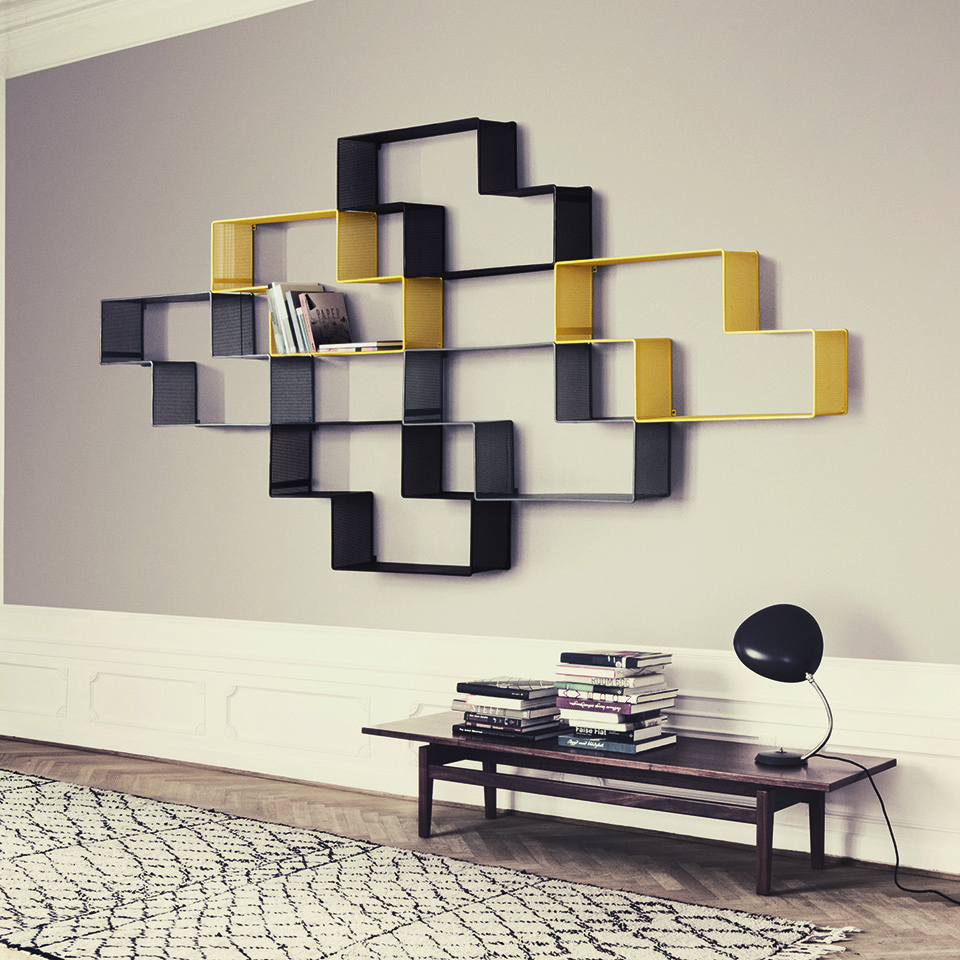 Juxtaposition d'étagères en 3 couleurs modèle Dédal de Mathieu Matégot édité par Gubi